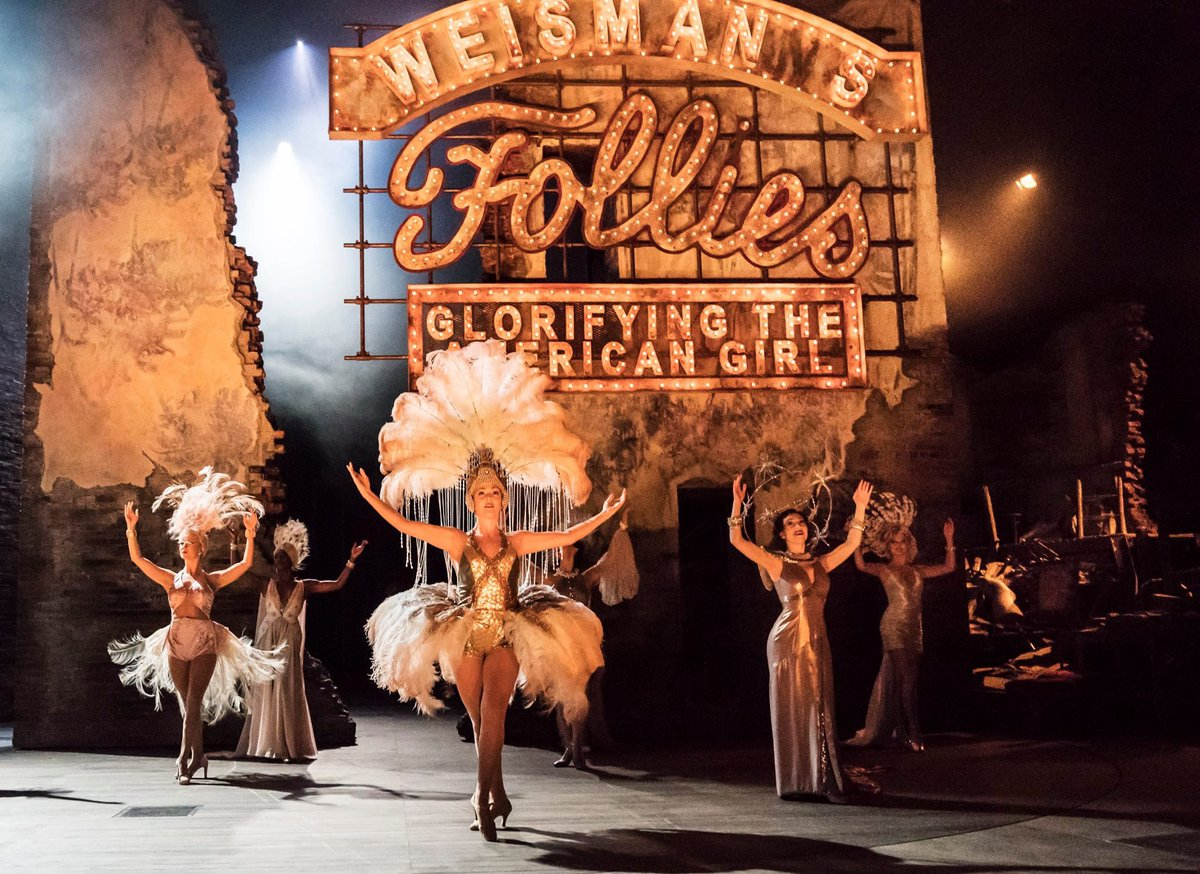 Astonishing #Follies at @NationalTheatre. Knock out performances all round but mesmerising #OneLastKiss from #JosephineBarstow &amp; @AliLanger.<br>http://pic.twitter.com/cvtphbhiKC