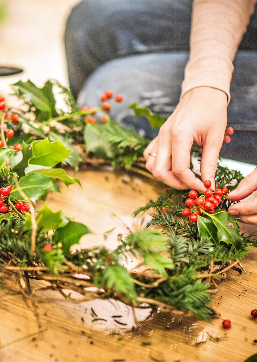 Learn how to make your own #Christmas #wreath @ThepaxtonC    https://www. eventbrite.com/e/christmas-wr eath-making-workshop-tickets-38499109874 &nbsp; …   #workshop #bespoke @LOVESE19 #SE23 #SE20 #craft<br>http://pic.twitter.com/bBsLEOHNJg