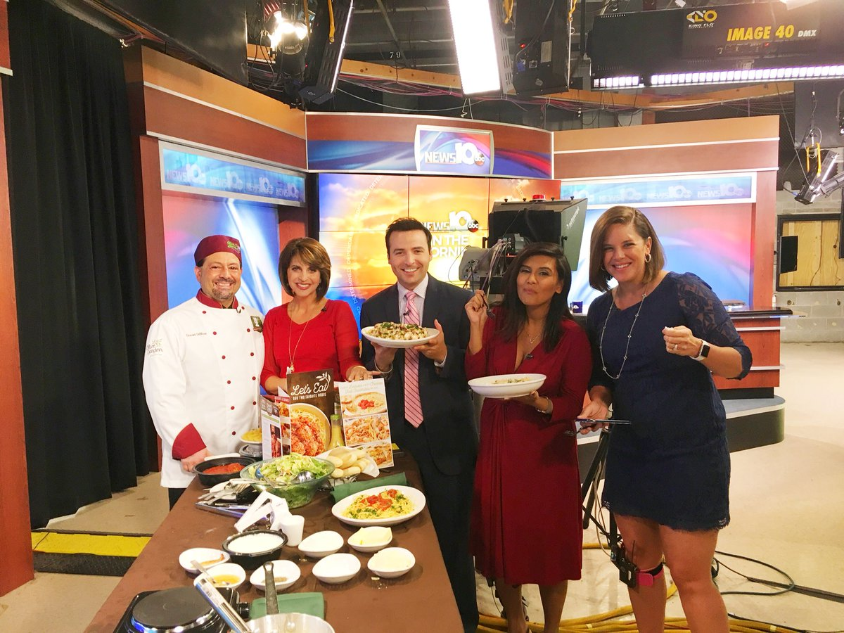 A big thank you to Chef Dan for coming in this am and making us pasta! #NationalPastaDay #wakeupwith10 @GregPollak @tvnicol @ChristinaOn10 <br>http://pic.twitter.com/nVHupHhKYh
