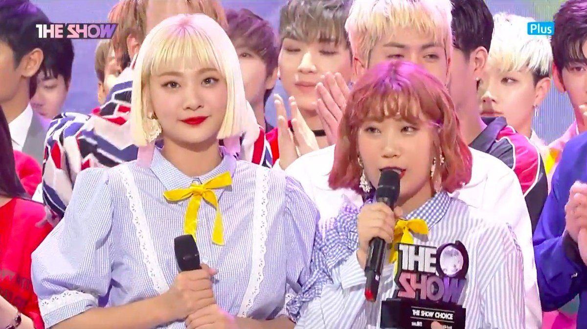 """WATCH: #Bolbbalgan4 Takes 1st Ever Music Show Win With """"Some"""" On """"The Show&quot; #Bolbbalgan41stWin  https://www. soompi.com/2017/10/17/wat ch-bolbbalgan4-takes-first-ever-music-show-win-show/ &nbsp; … <br>http://pic.twitter.com/sy6qe2lr9G"""