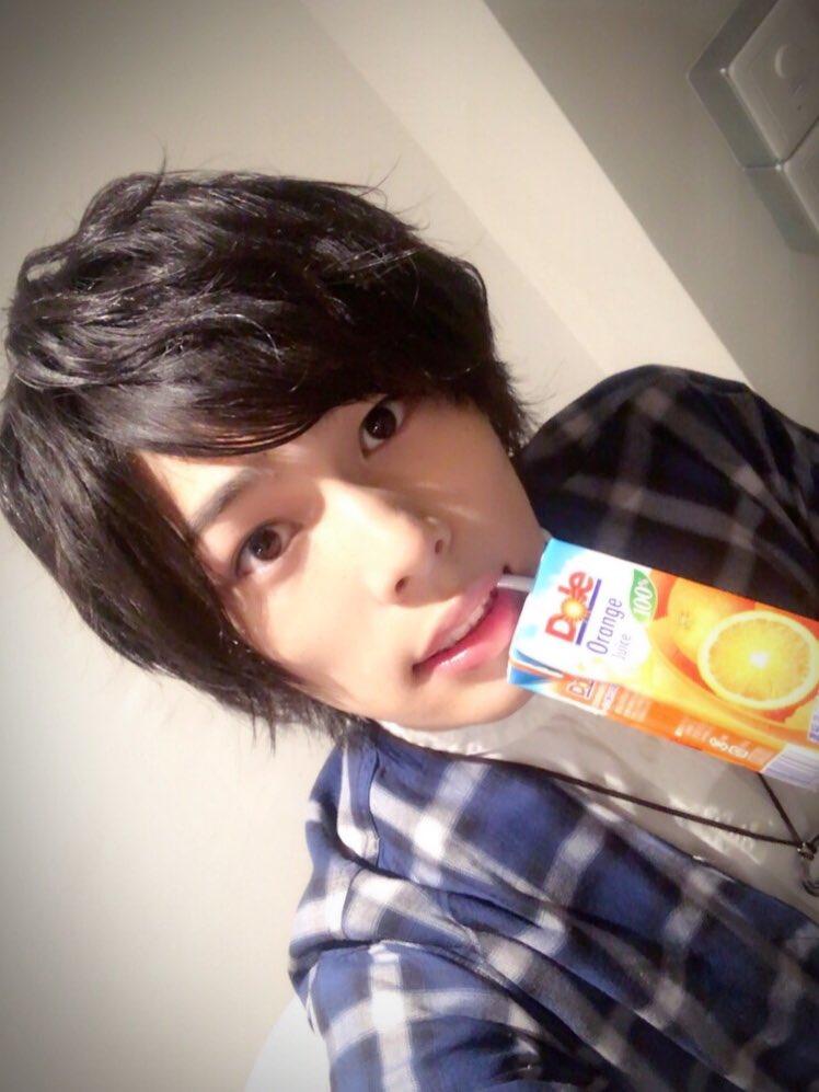 オレンジジュースと飯山裕太