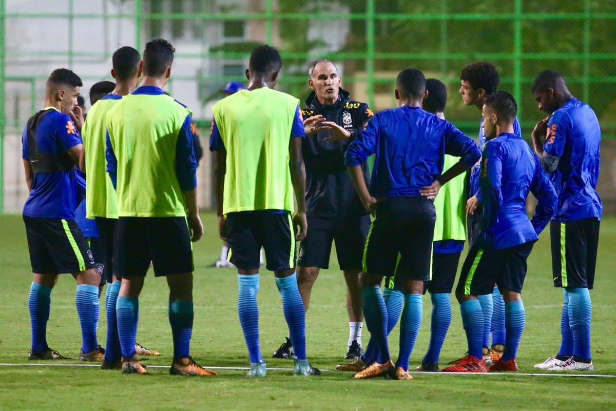 CHEGANDO A HORA! A #SeleçãoSub17 faz os últimos ajustes na Índia para a decisão contra Honduras, nesta quarta. Vale vaga nas quartas! 🇧🇷🇭🇳