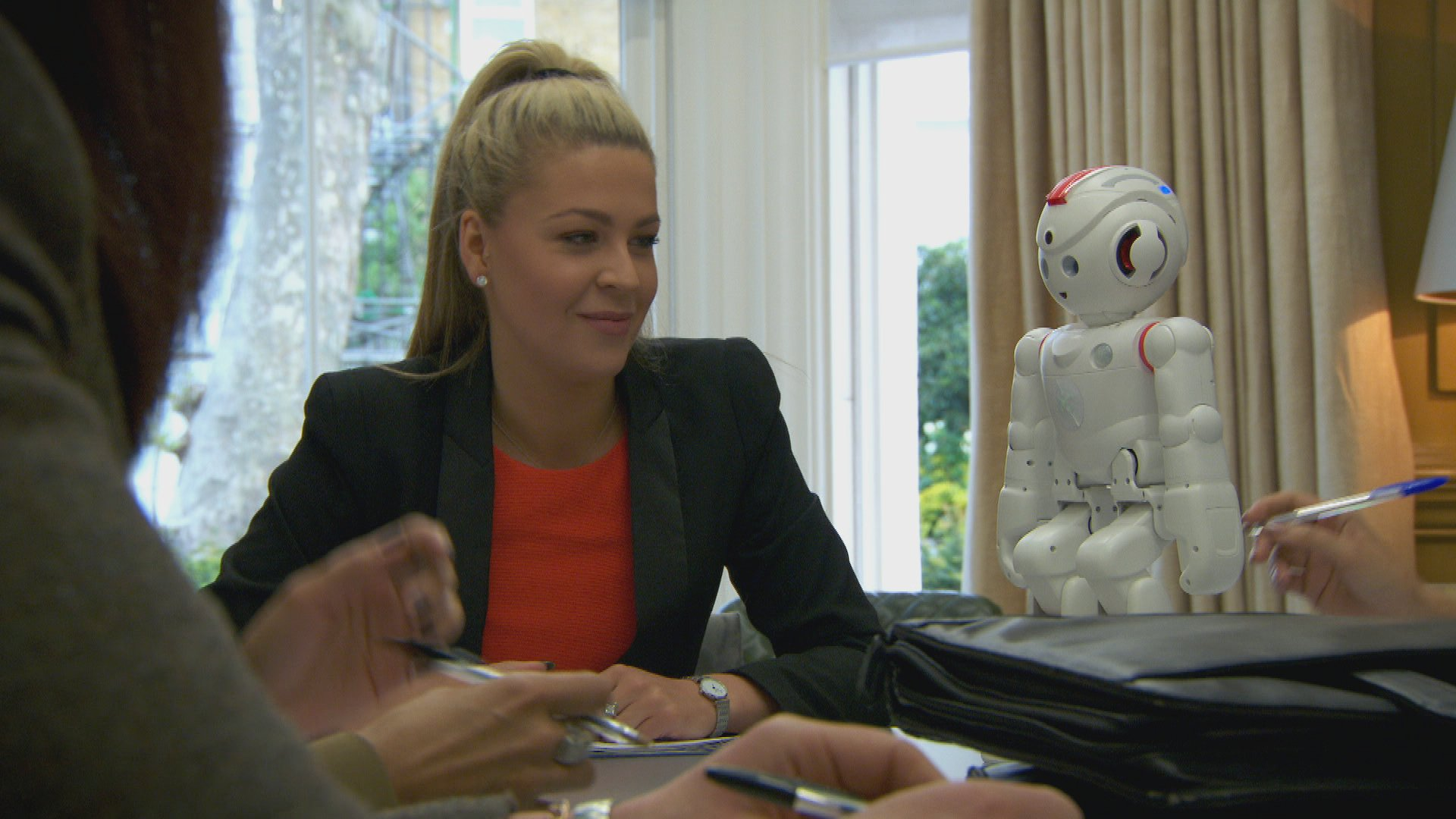 Jade gets more sense out of the robot than she does her teammates, on The Apprentice tomorrow night at 9pm BBC1. https://t.co/a20KEdrJJH