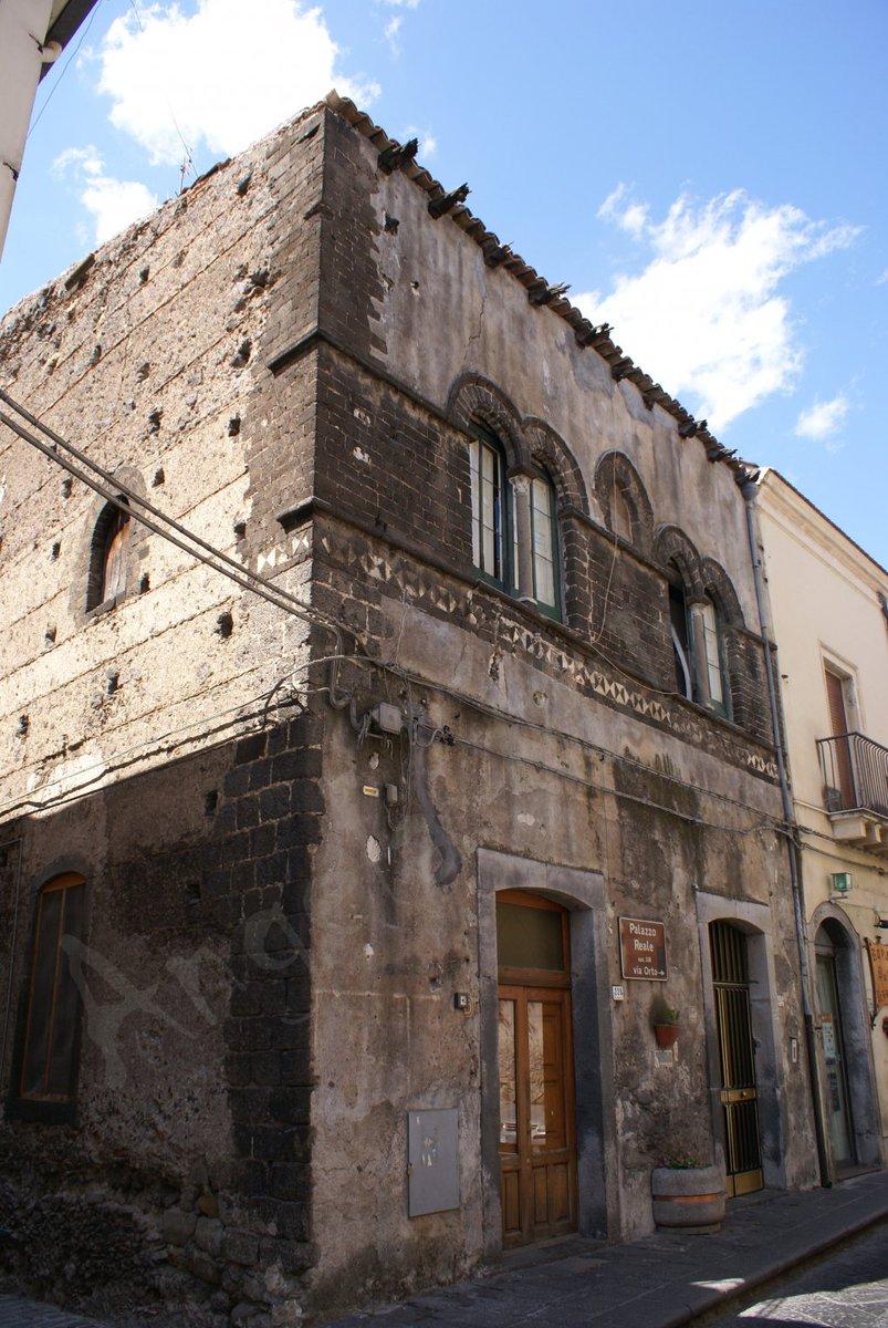 La finestra murata del Palazzo Scala, chiamato anche Palazzo Reale, a Randazzo. #blogsicilia #catania #curiosità