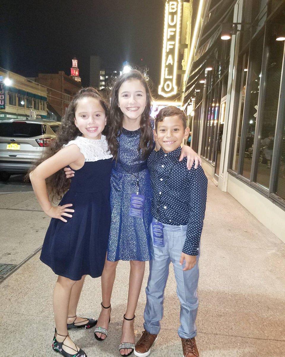 The #OnYourFeet kids celebrating opening night! #OnYourFeetTour  http:// ow.ly/dGtv30fQfy4  &nbsp;  <br>http://pic.twitter.com/aQuUPlGFPS