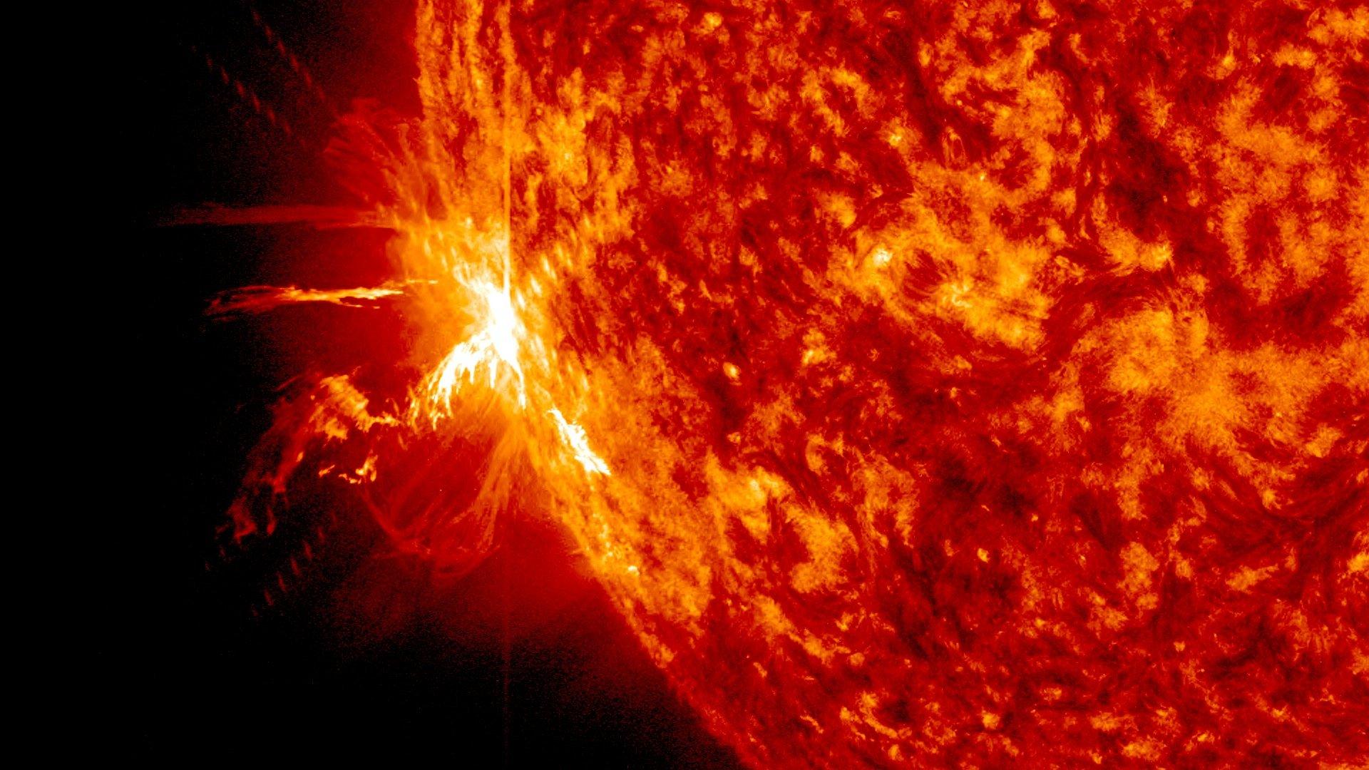 recent solar flare - 992×558