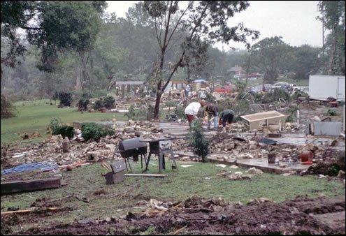 #OTD South Texas Floods of 1998  https://t.co/RYJUtI9ZwY @NWS #TX #Texas #severeWx #flooding #1998 #Wx