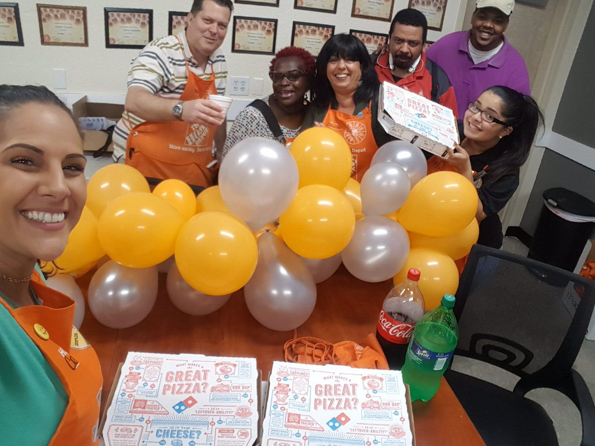 Pizza Party to celebrate D30 for winning the most Leads contest &amp; Brian for driving sales through lead services  #leads @6310_HomeDepot<br>http://pic.twitter.com/rWmBM6d23j