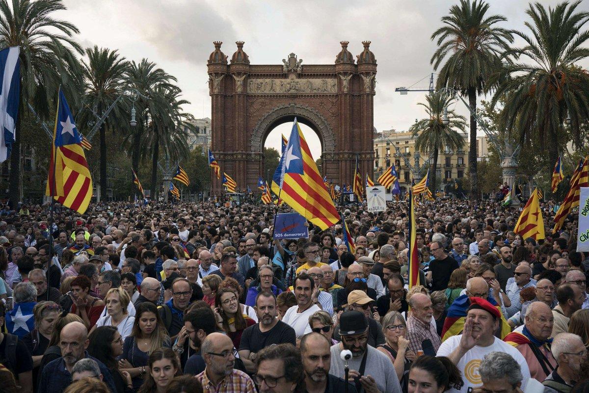 Indépendance de la Catalogne : près de 700 entreprises ont déjà transféré leur siège social > > https://t.co/3jmefs0eyJ