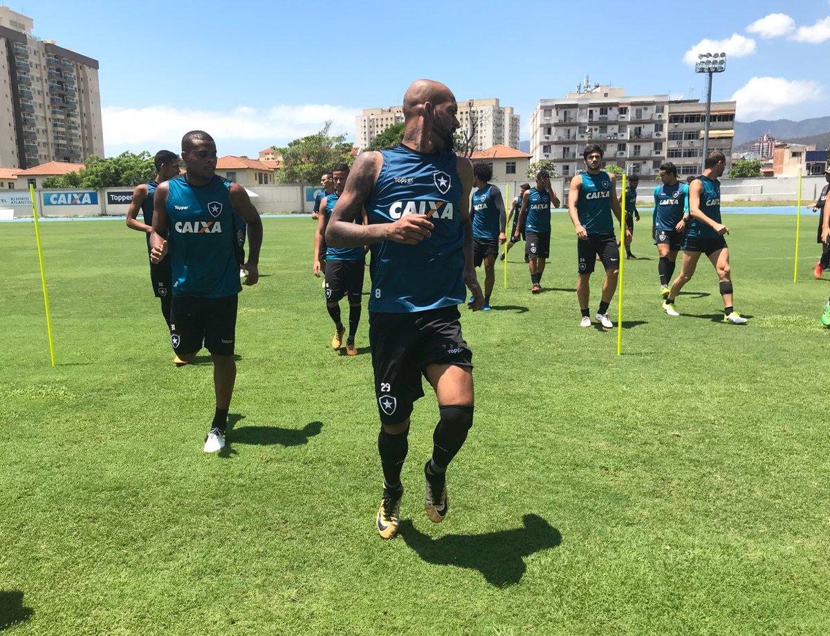 Sob forte calor, Botafogo trabalha forte no Nilton Santos. Foco total nesta reta final de Brasileirão! #VamosFOGO
