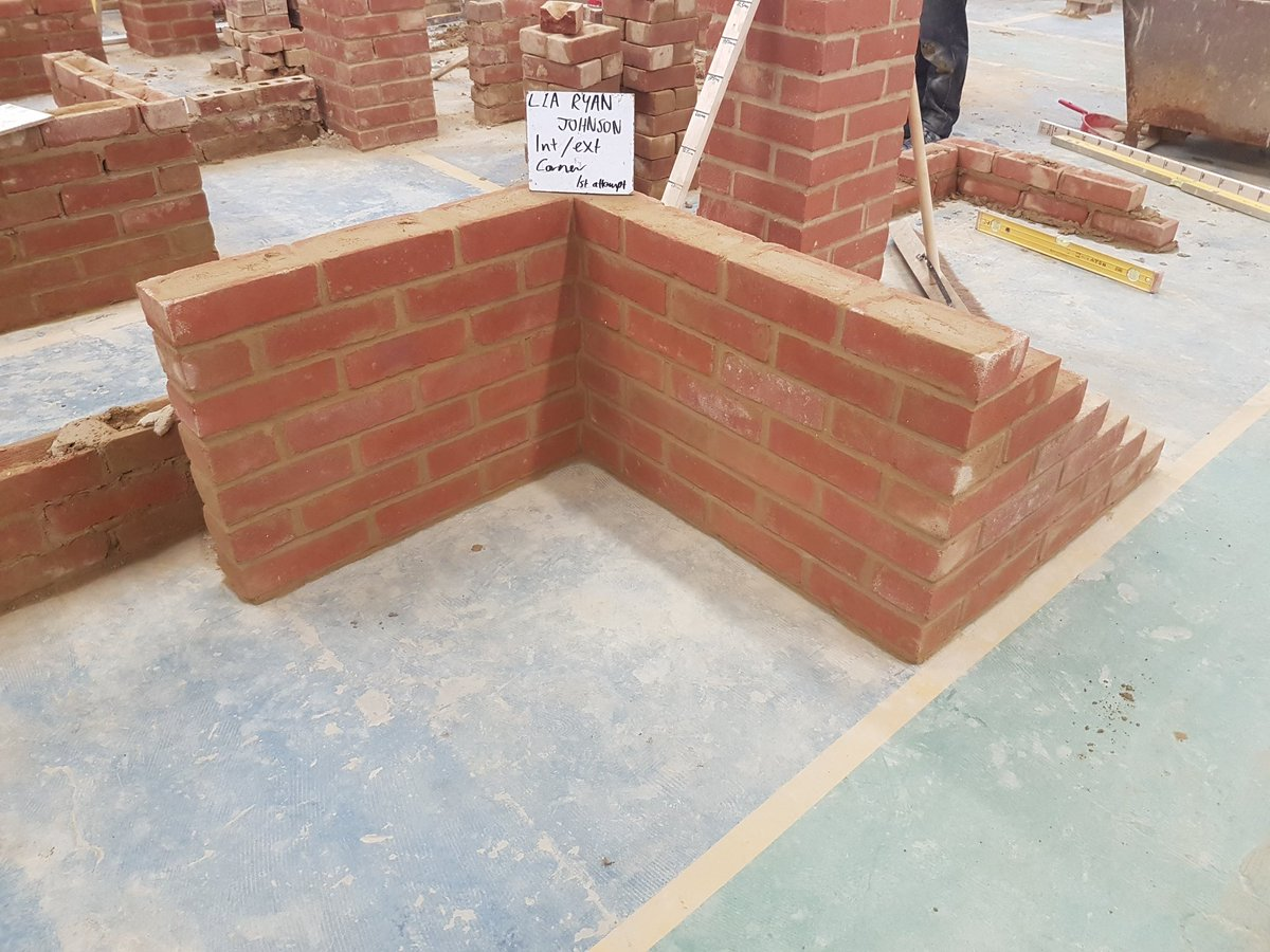Great effort by level 1A Ryan J building and external / internal corner @BritainBrickMBH @FEBrooklands @CITB_UK @BldgAlliance #newskills <br>http://pic.twitter.com/yIYkTwjav2