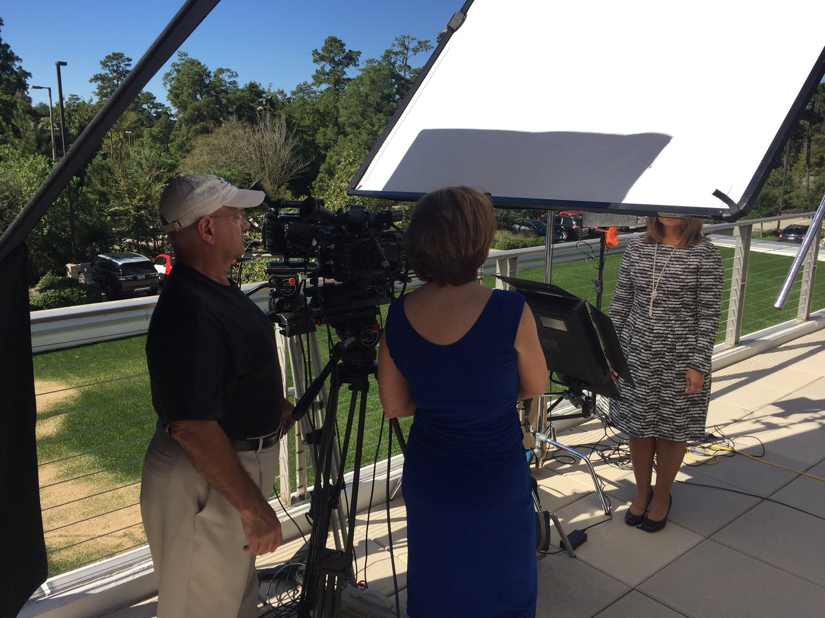 On a location shoot for a #corporatevideo today. #sonyf3 #videoproduction #interviews #behindthescenes #setlife #MoveYourAudience<br>http://pic.twitter.com/QnorMADvHH