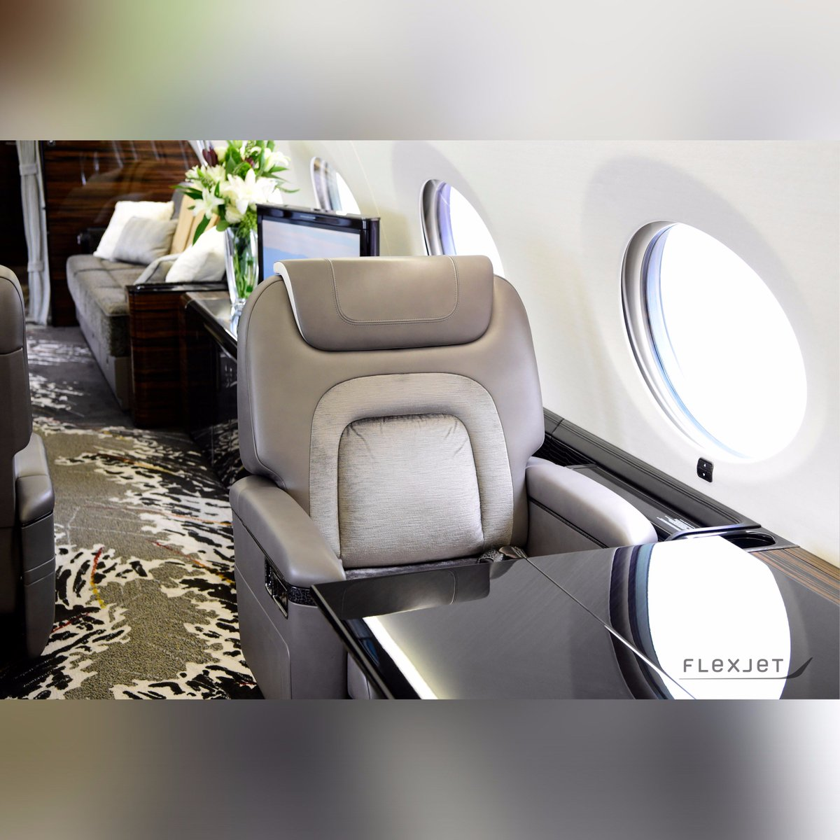 With 16 oversized oval windows, Flexjet&#39;s new #Gulfstream #G650 cabin is flooded with natural light.  http:// ow.ly/Z72930fpe0f  &nbsp;  <br>http://pic.twitter.com/65sZaGhoWa