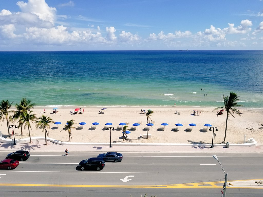 Nice view of #FortLauderdale beach, from @ConradFTLBeach. #LuxuryTravel #Florida<br>http://pic.twitter.com/Ky2czWKf0j