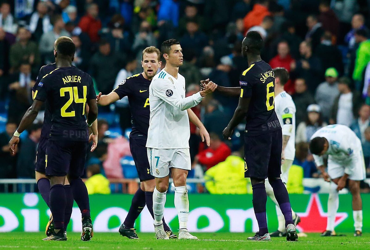 Davinson Sanchez shakes hands with Ronaldo