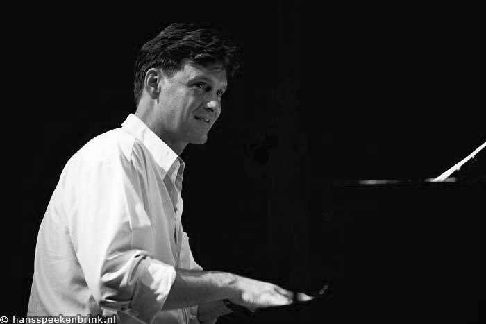 Good Morning! #NowPlaying Rob van Bavel Trio - Like Someone in Love (2005)  https:// youtu.be/Affg_pcfd9w  &nbsp;   @YouTube #Jazz<br>http://pic.twitter.com/40FBfdr3iY