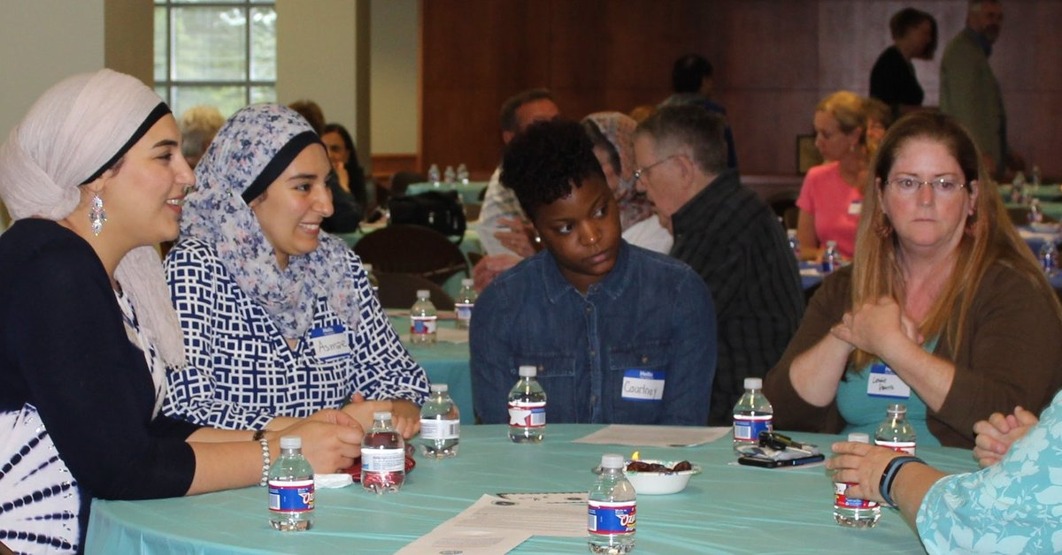 In face of Islamophobia, this group hosts 'Meet a Muslim' events in Kansas https://t.co/Ze76CWO13s #ListenToAmerica