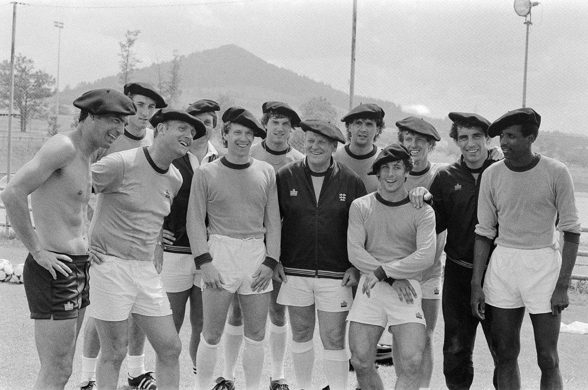 FOTOS HISTORICAS O CHULAS  DE FUTBOL - Página 3 DMXFhpcWAAIrv1h?format=jpg