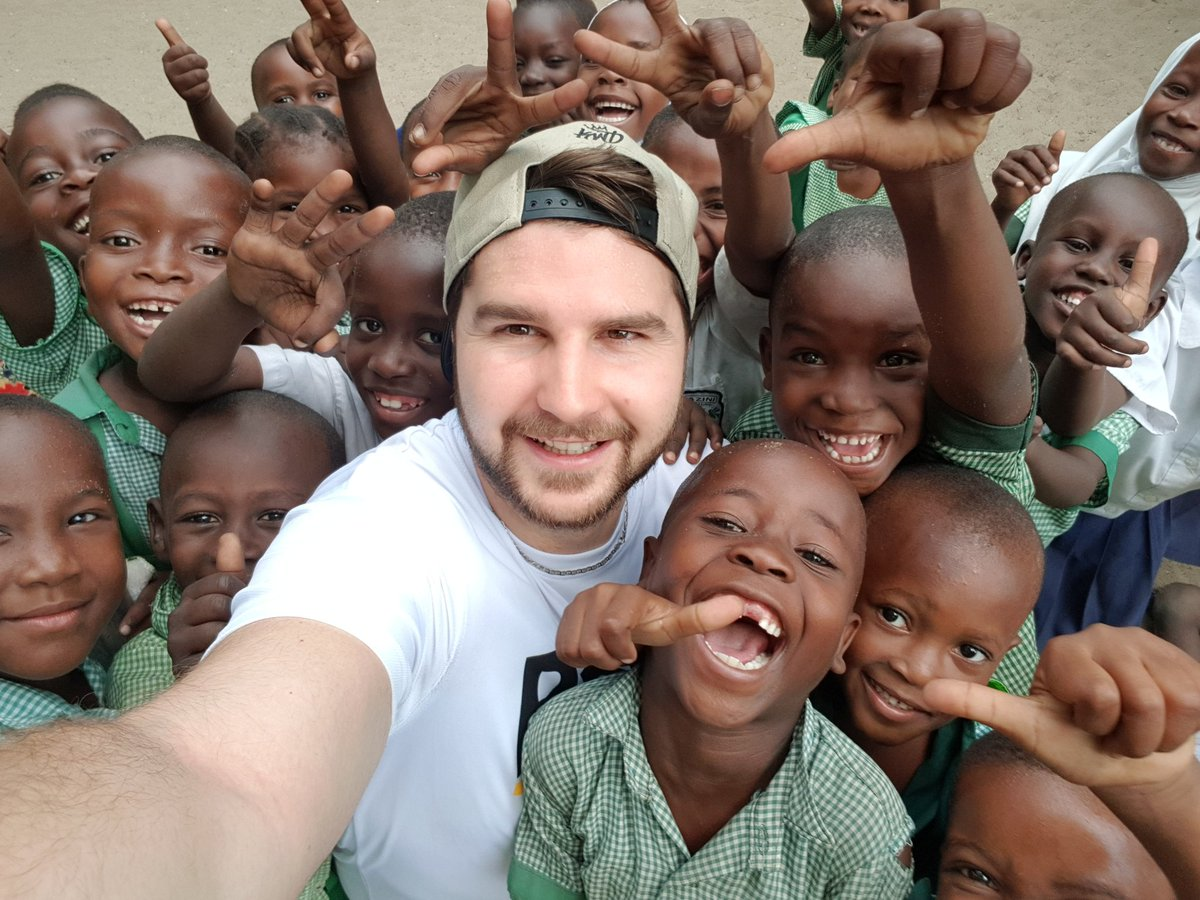 Days just keep getting better and better. These kids are an inspiration. @RightToPlay_UK @PokerStars @DouglasAthletic #stayhumble <br>http://pic.twitter.com/svfEeHKpQe