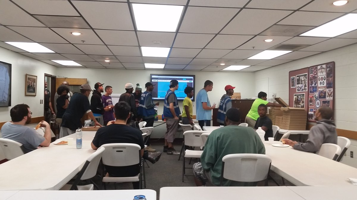 The line goes down the hall! Weekly #recognition pizza party is a big hit on the #burtdayhub! #ups @ChesapeakUPSers<br>http://pic.twitter.com/bKQVf6HRi4