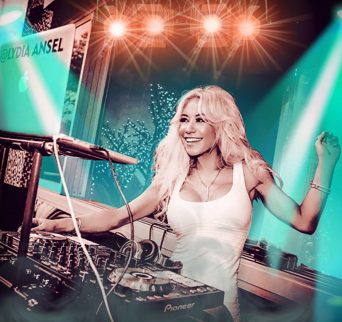 All you need is love. But a little flowers or chocolate now and then doesn't hurt @LydiaAnsel  #radio #djlife #deephouse #techno #tonight #femaledj isha #pioneerdj #turntablism True love comes quietly without banners or flashing lights. If u hear bells, get your ears checked<br>http://pic.twitter.com/YUg4hCL2nz