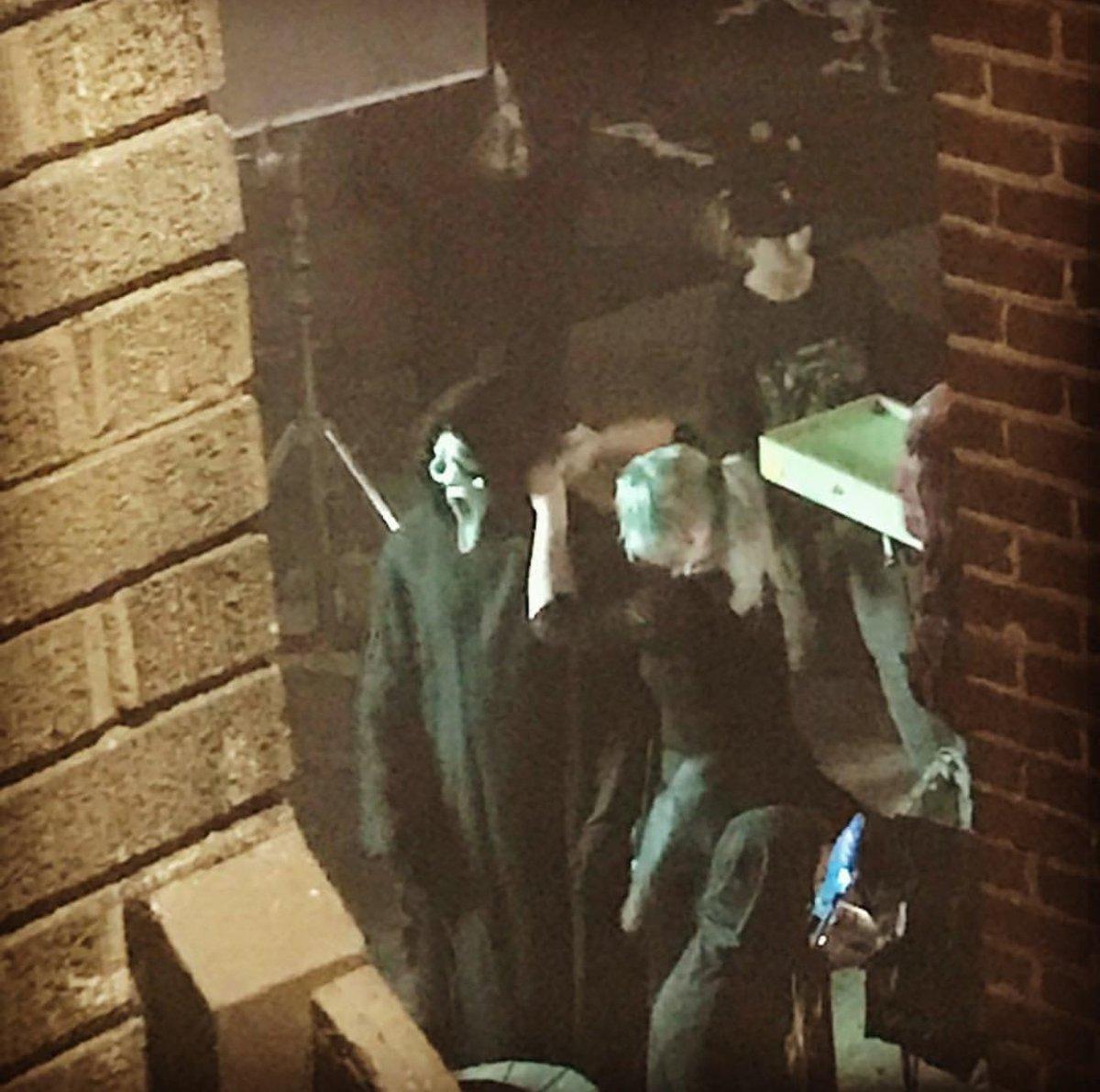 📷| Foto do Ghostface nas gravações de Sc...