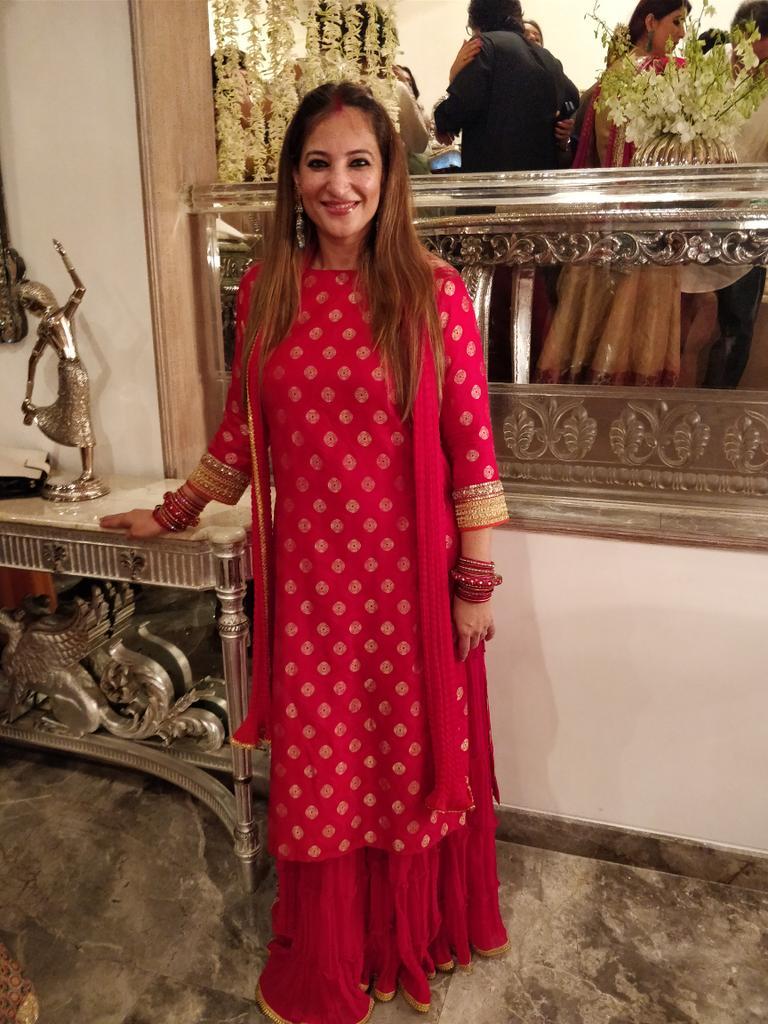 "Rakshanda Khan on Twitter: ""When in doubt, wear red! Thank u @AlpaReena ,  and thank uuuuu @gauravgera for being my photographer… """