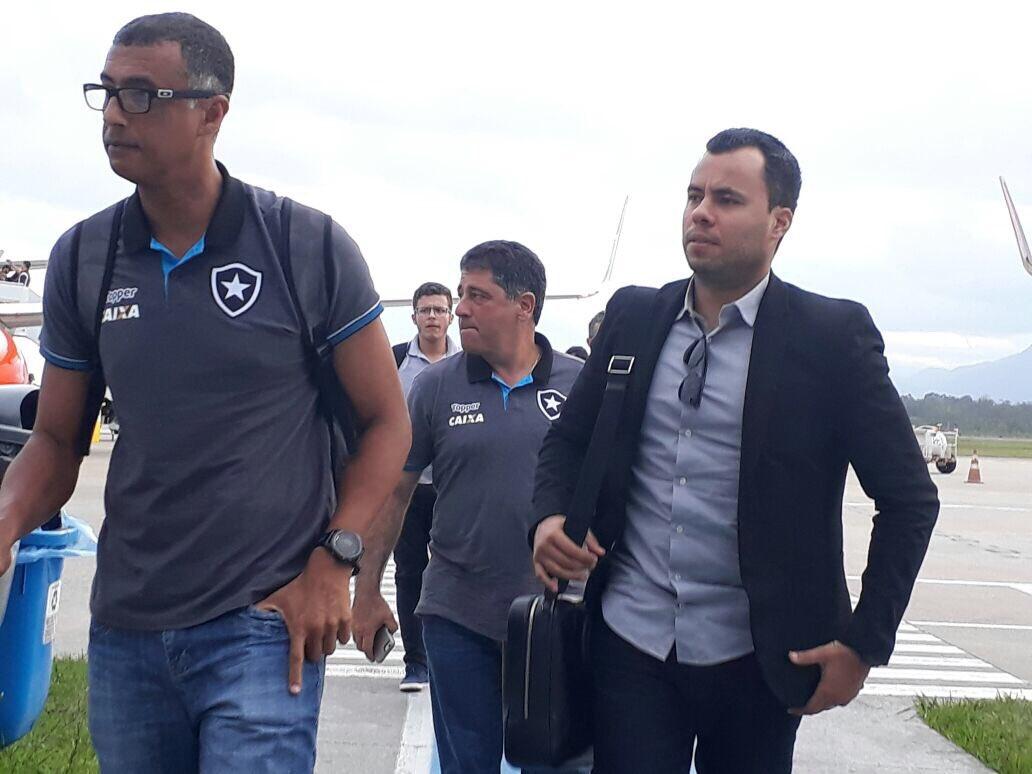 Tamo aí! Fogão chega a Santa Catarina, onde enfrenta o Avaí, nesta qua...