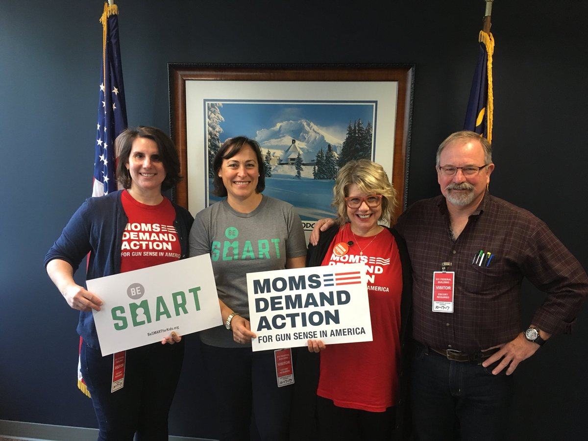 #OR @MomsDemand had a great meeting with Sen. @RonWyden's staff to denounce CCR and discuss our #gunsense agenda! #Oregon #NoCCR #KeepGoing<br>http://pic.twitter.com/n9hDf1mK0L