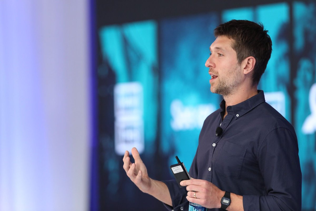 Insight #3 from #SM2Innovation:  &quot;Don't value data and platforms over people.&quot; @BenjLerer Read the Top 10 Insights:  http:// ow.ly/EMj430fWo7Y  &nbsp;  <br>http://pic.twitter.com/seYxTtTaZM