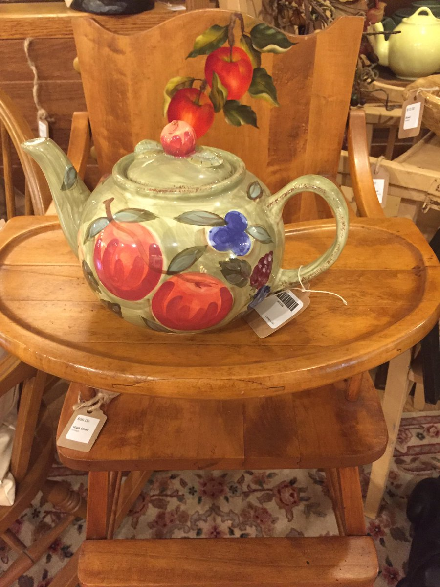 You are the apple of my eye. #vintagehighchair #vibrantteapot #appledecor #resale #ephraim #doco #doorcounty<br>http://pic.twitter.com/Xx30CDYqo8