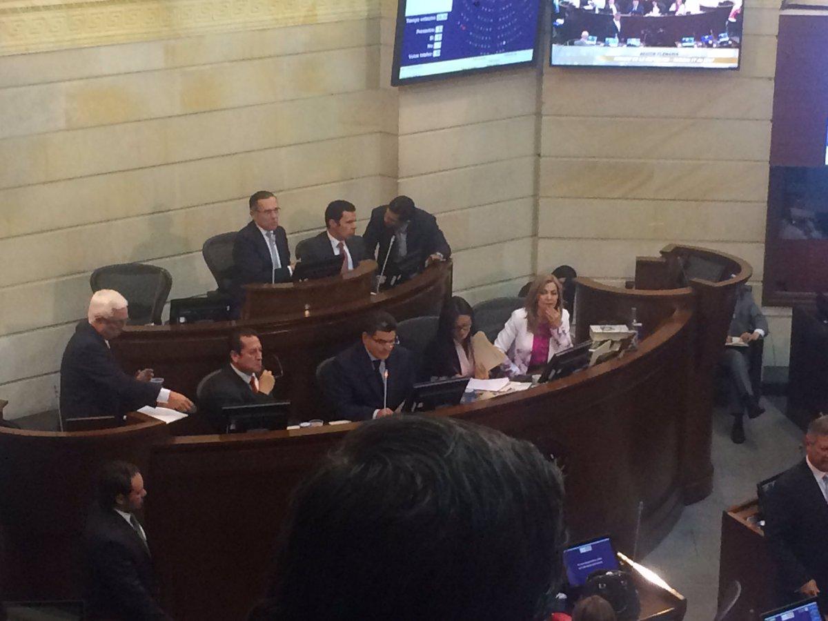 Inicia el debate #DerrotemosLaCorrupción de @JERobledoy @ClaudiaLopez...