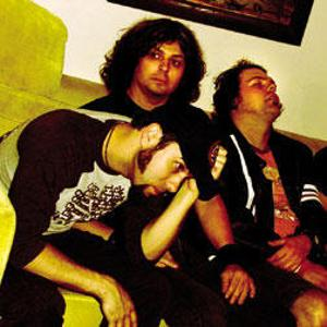 #StonerRock #NowPlaying Dusted by Gonzalez — Tune in here:  http:// FuzzFM.com/radio  &nbsp;  <br>http://pic.twitter.com/QEYpGQNPEm