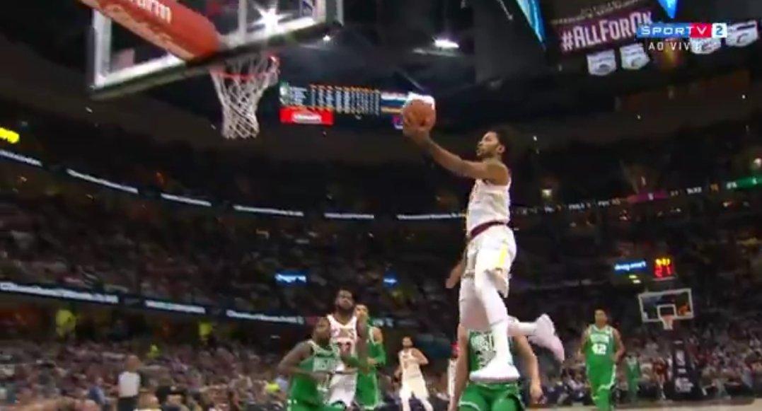 Olha o Derrick Rose VOANDO! #NBAnoSporTV https://t.co/Oh0VFo8MME