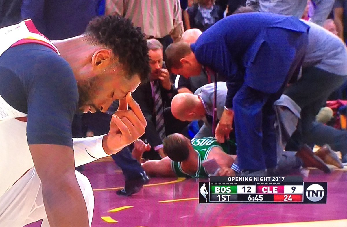 Dwyane Wade's reaction to Gordon Hayward's broken leg is all you need...