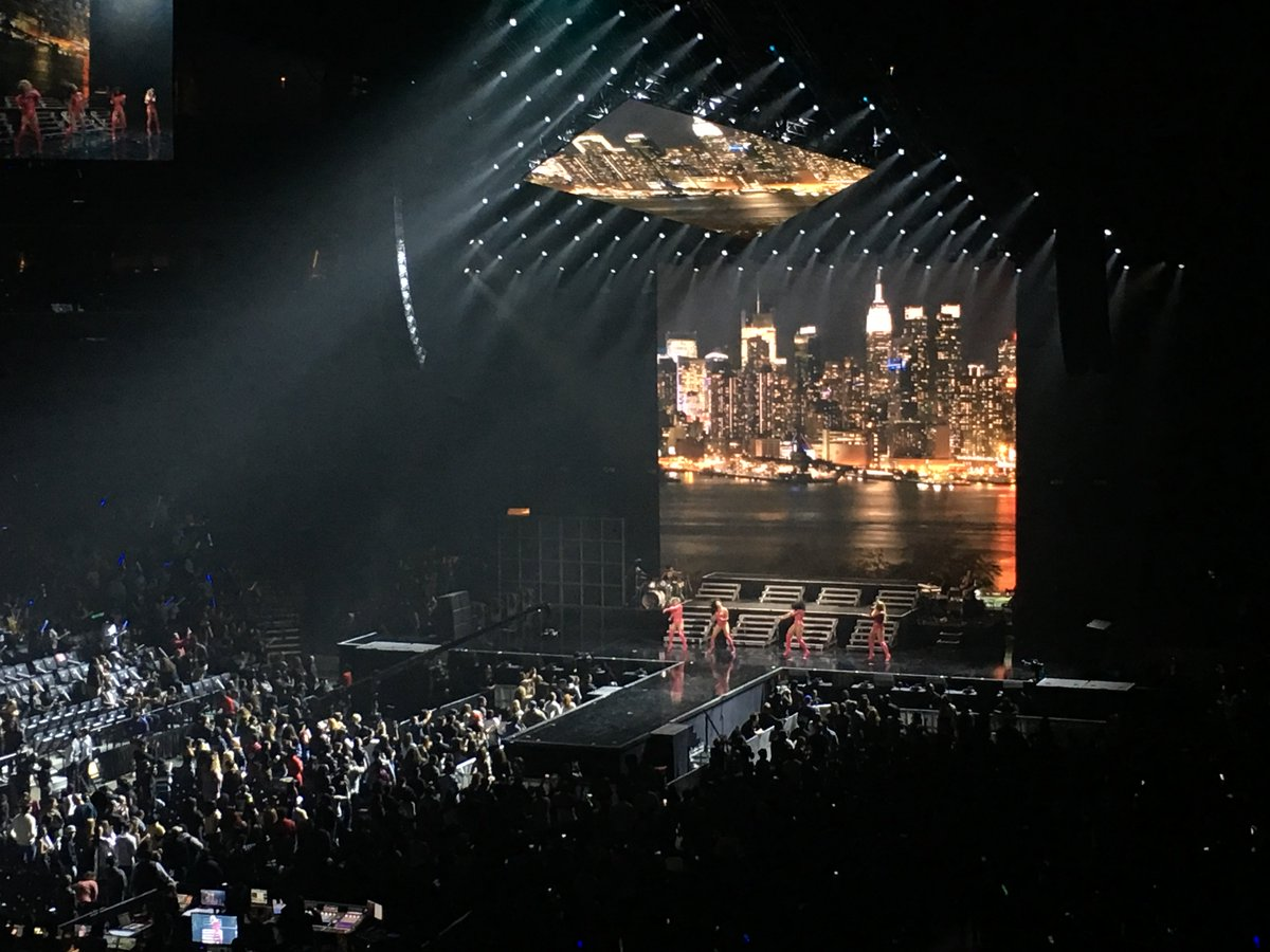 Slay on, @FifthHarmony! 🙌 #TIDALXBrooklyn https://t.co/B6ASIxSTop http...