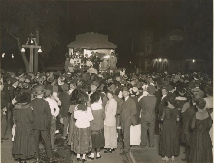 October 1917 - Movie star Douglas Fairbanks speaking on behalf of Liberty Loan campaign in Los Angeles, CA #100yearsago