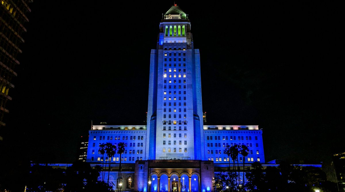 City Hall sporting @Dodgers blue! ⚾ #LetsGoDodgers   #ThisTeam https://t.co/duweM2miu0