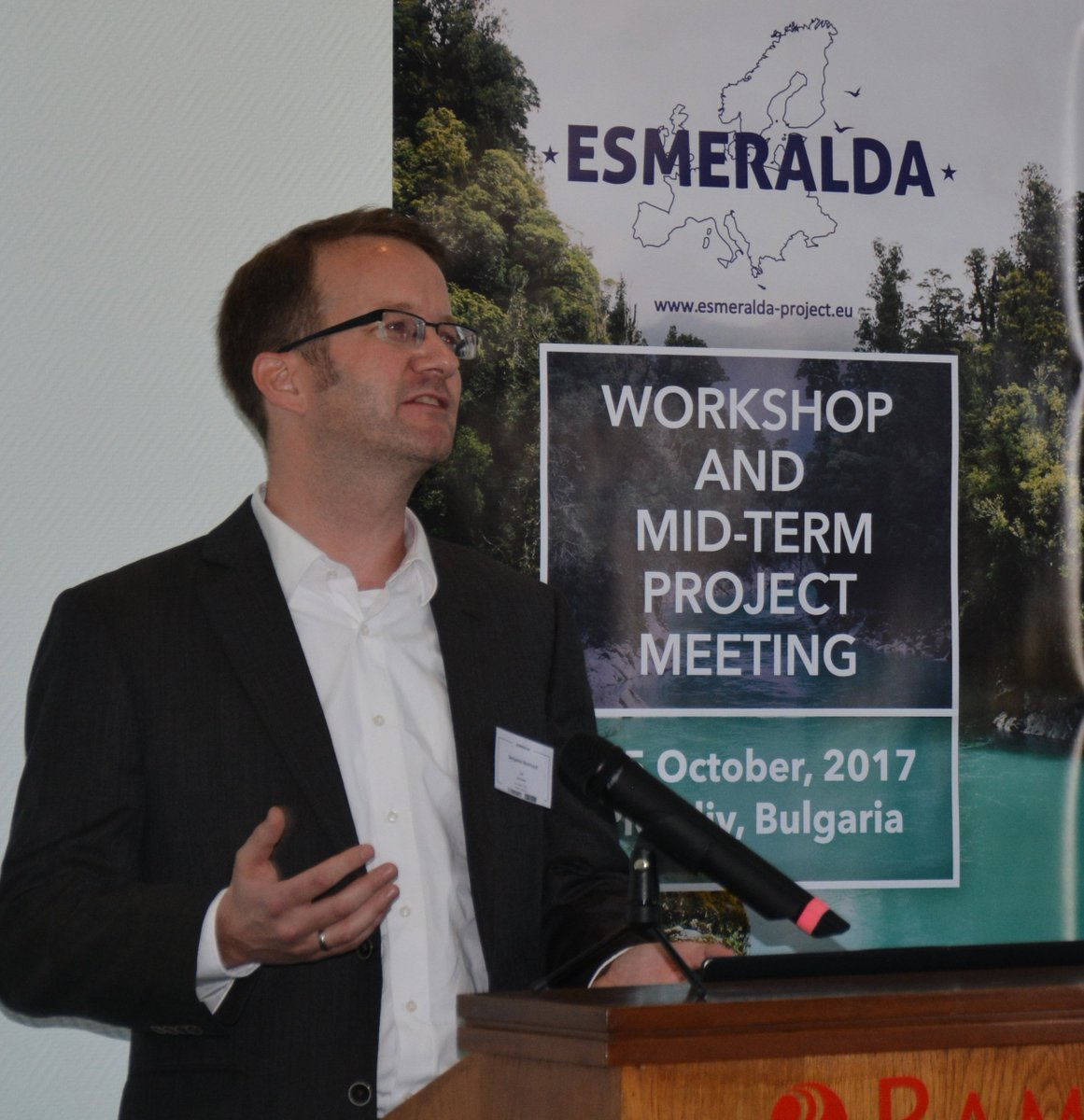 ESMERALDA Mid-term Conference  http:// bit.ly/2gslmbP  &nbsp;   Testing &amp; implementing the projects flexible methodology #EcosystemServices #MAES<br>http://pic.twitter.com/vlXgbpBAKK