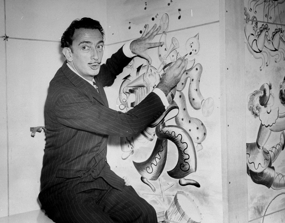 This new Dalí exhibit celebrates the long-term relationship between fashion and art https://t.co/W71IBgi07c