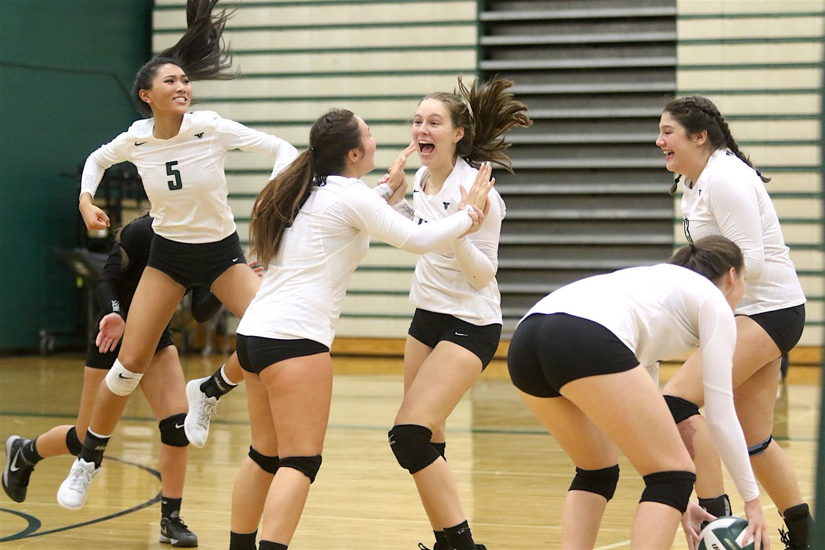 @Tigard_Vball gets a five-set win over rival Tualatin in tonight's Three Rivers League volleyball thriller. #opreps