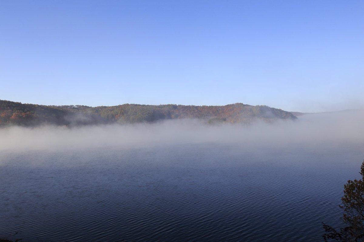 湖 天気 岩洞