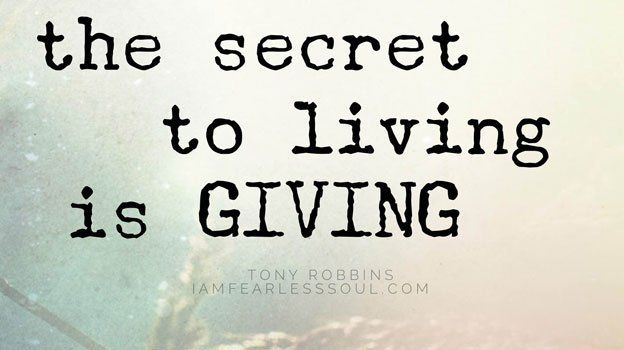 GIVING is really it&#39;s own reward. Nothing can light up your soul quite like helping another. #TonyRobbins #Giving  http:// buff.ly/2uiK2pt  &nbsp;  <br>http://pic.twitter.com/GQy3YITzfO