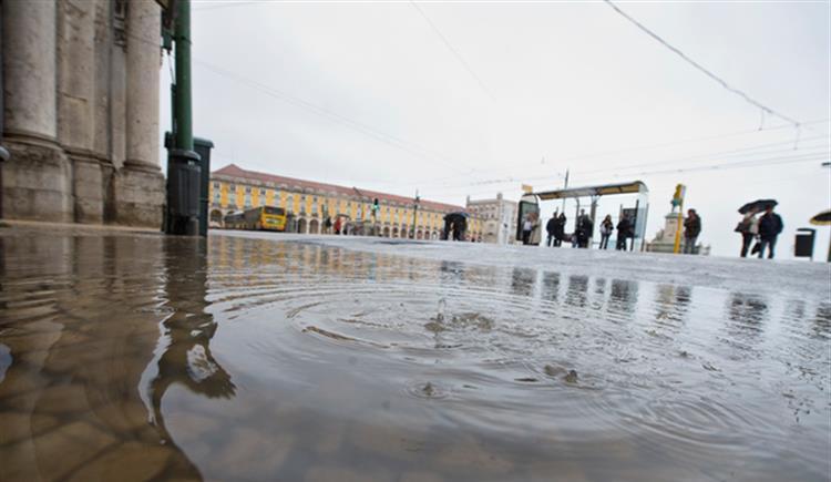 #Sociedade Chuva durante a noite provoca 50 inundações em Lisboa https://t.co/8t7159UNP6 Em https://t.co/MDmhqgtnSp