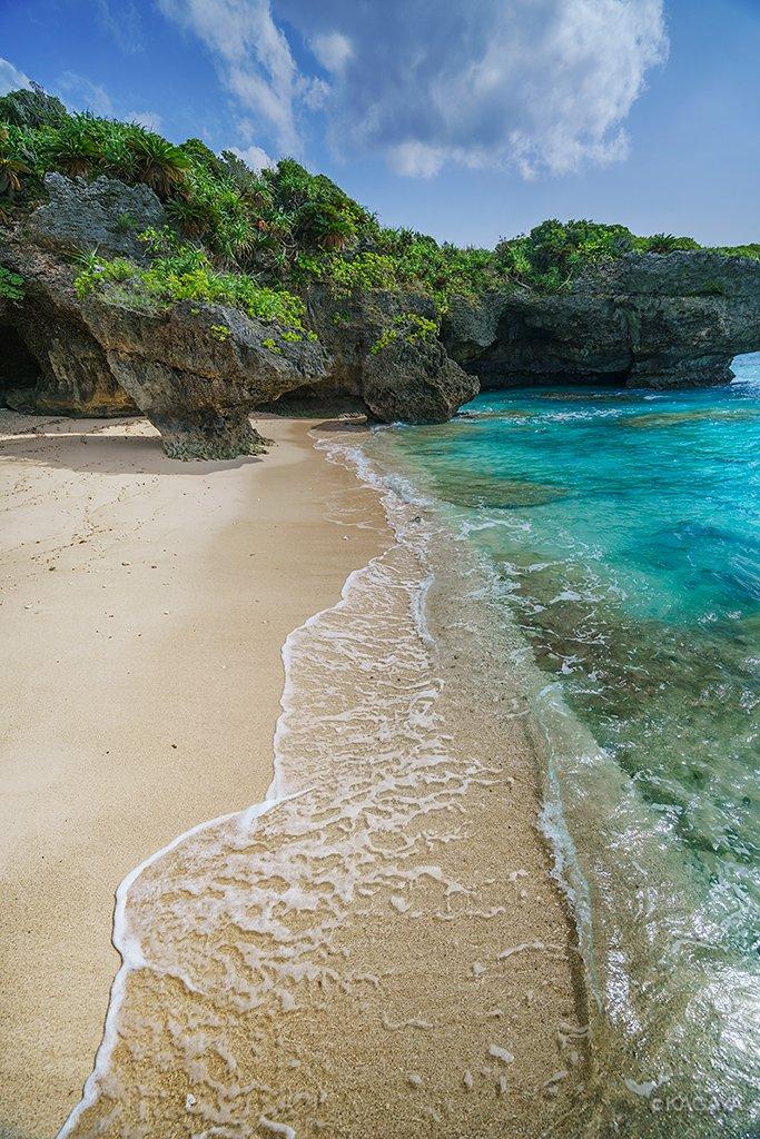 沖縄の海はまだ夏色。(昨日と今日撮影) 今日もお疲れさまでした。明日もおだやかな一日になりますように。