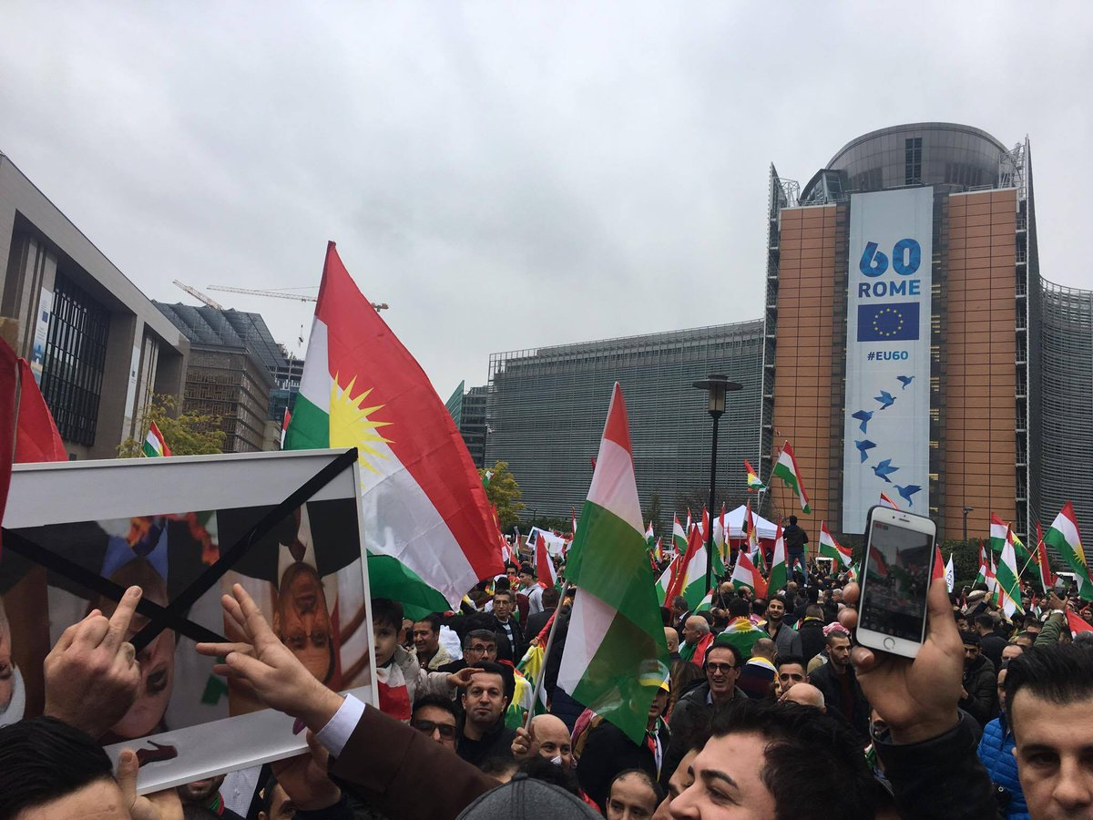 Despite #KRG's decision to freeze outcome of Kurdish referendum results, European Kurds rally in front of EU Parliament, #Brussels.