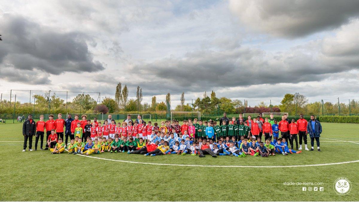 Plus de 200 enfants #U10 & #U11 et autant de 😃 cet après-midi au centre de vie Raymond Kopa avec @KinderSportFR ! #Tournoi #ClubsPartenaires