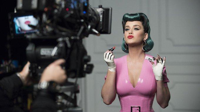 And Shout out to Katy Perry yang sedang berulang tahun hari ini!! Happy Birthday Scorpion Girl :*