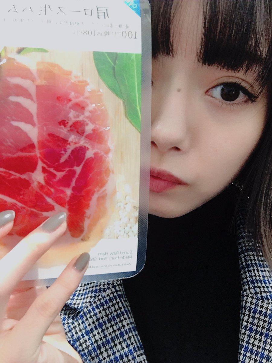 生ハム〜💜🖤💜  22時〜はニコ生!! みてください👿  今回もイヤホンを用意しておいてね!  https://t.co/NDdxMEzNs...