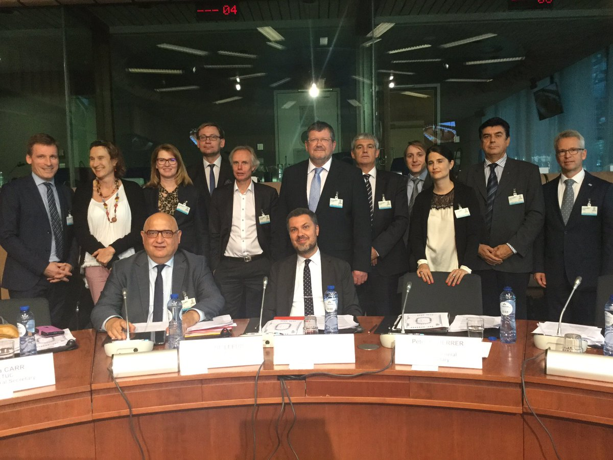 ETUC delegation at #TriPartiteSummit to talk #SocialRights #SocialPillar, #digitalisation with @JunckerEU @mariannethyssen @VDombrovskis<br>http://pic.twitter.com/jyG6XhPerc